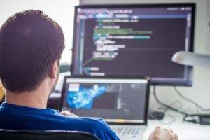 programmer-e898f9c9a43ecd208f1f1df347713e6e