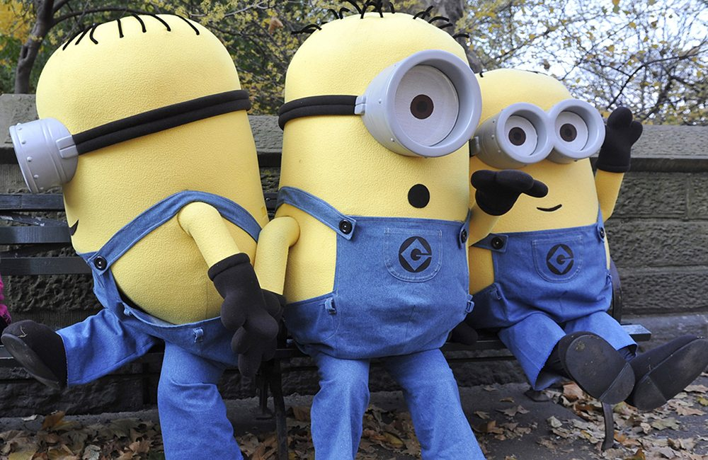 "Georgia Ewing, 3, from London, shares a bench, but not her ice cream, with the Minions from ""Despicable Me,"" in New York, November 22, 2010. The Minions are in New York to appear in the Macy's Thanksgiving Day Parade and celebrate the December 14th DVD release of ""Despicable Me."" REUTERS/Diane Bondareff/Universal Studios Home Entertainment/Handout (UNITED STATES - Tags: ENTERTAINMENT) THIS IMAGE HAS BEEN SUPPLIED BY A THIRD PARTY. IT IS DISTRIBUTED, EXACTLY AS RECEIVED BY REUTERS, AS A SERVICE TO CLIENTS NO SALES. FOR EDITORIAL USE ONLY. NOT FOR SALE FOR MARKETING OR ADVERTISING CAMPAIGNS"