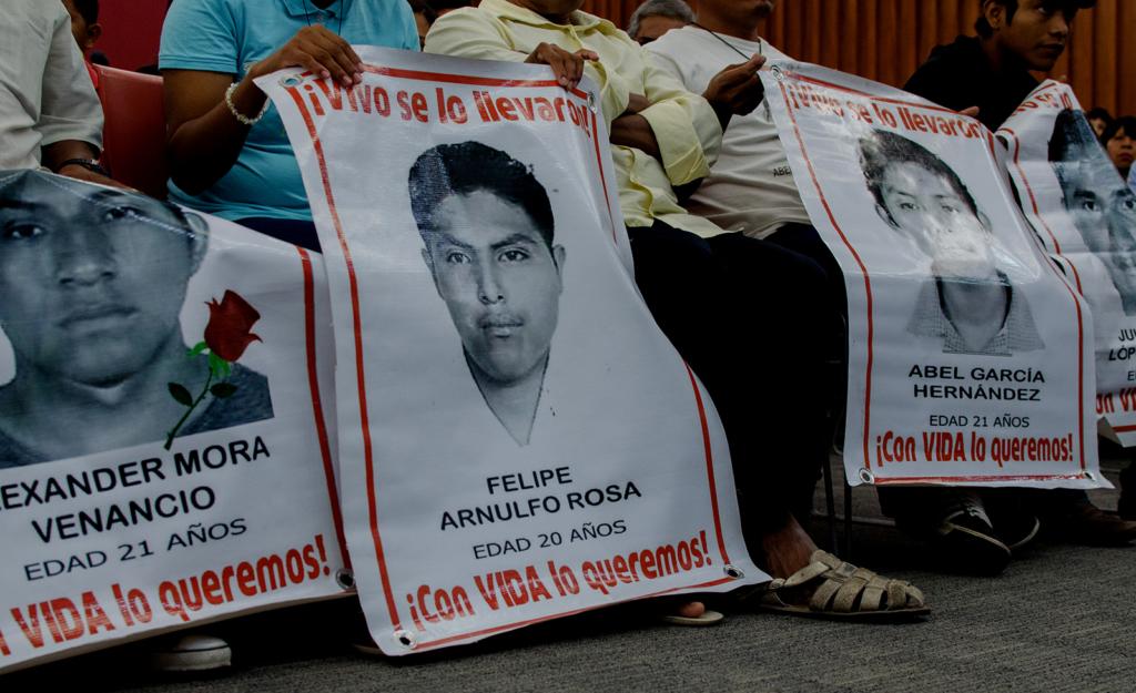 """MÉXICO, D.F., 06SEPTIEMBRE2015.- el Grupo Interdisciplinario de Expertos Independientes (GIEI), nombrado por la Comisión Interamericana de Derechos Humanos entregó las primeras conclusiones en torno a la desaparición de los 43 normalistas de Ayotzinapa el pasado 26 y 27 de septiembre del año anterior. Una de las conclusiones finales, según lo comunicado ante medios, es que los normalistas """"no fueron cremados en el basurero de Cocula"""". FOTO: MARÍA JOSÉ MARTÍNEZ /CUARTOSCURO.COM"""
