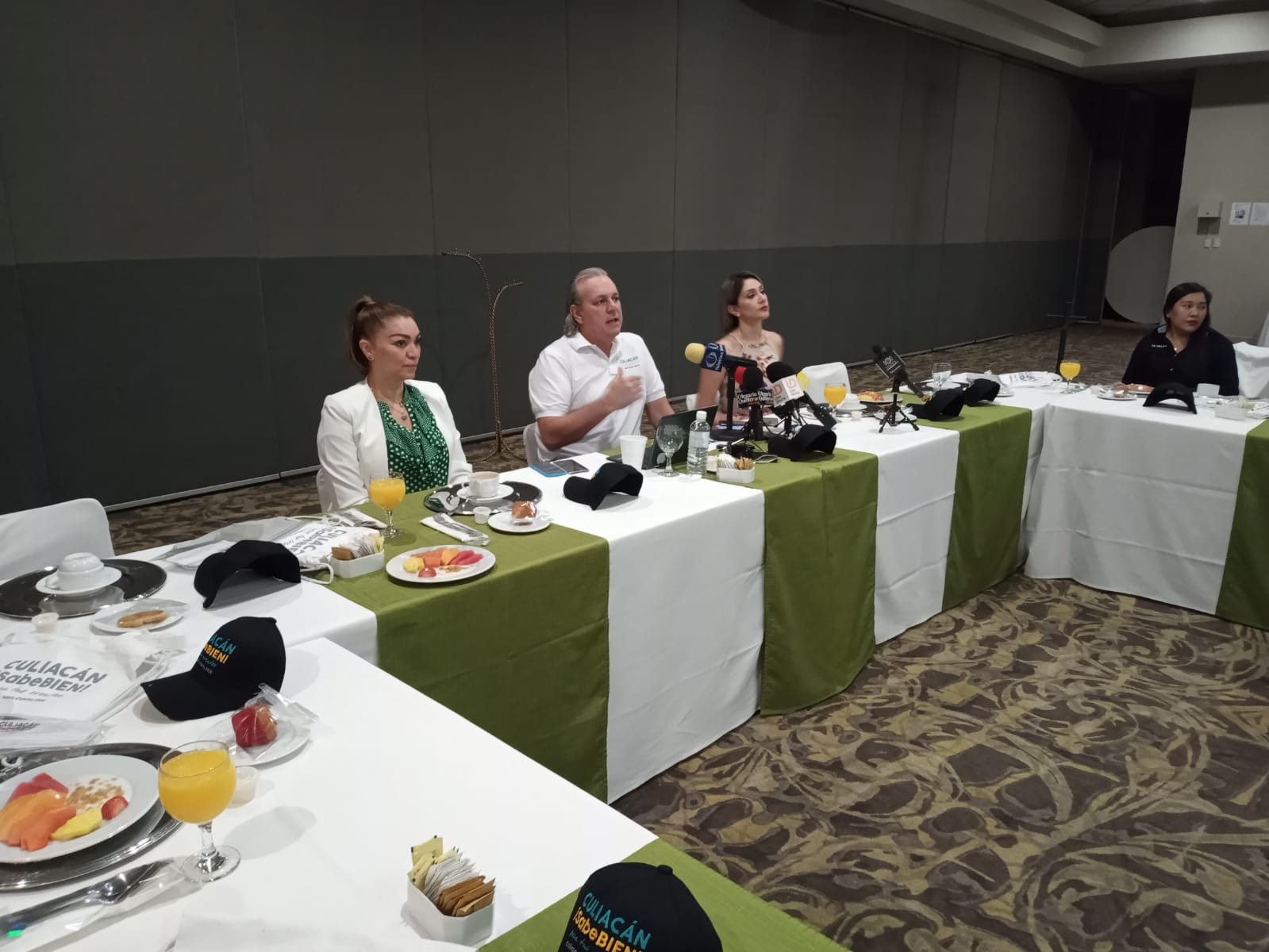 Conferencia de José Manuel de la Riva, presidente de la Asociación de Hoteles y Moteles Culiacán